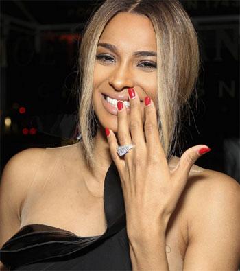 На-каком-пальце-носят-помолвочное-кольцо